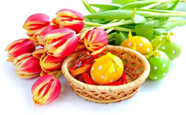 koszyk-jajka-wielkanocne-tulipany - male